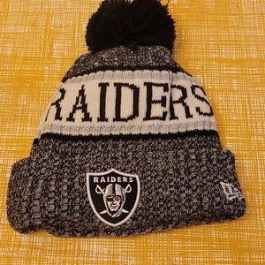 NEW! New Era RAIDERS NFL pom pom Hat